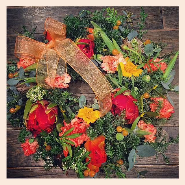 オーダーでお作りした生花のリース。元気で明るいお友達へのお誕生日の贈り物。遠くモントリオールからご注文いただきました