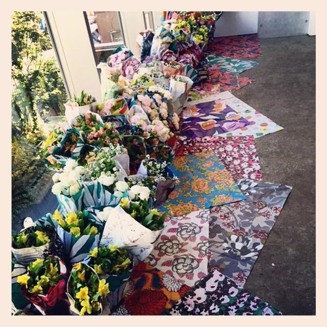 MARNI様の展示会にお花で参加させていただきました。ミラノで行なわれたフラワーマーケットを再現。今までのテキスタイルのプリントされたラッピングペーパーがとても素敵です!