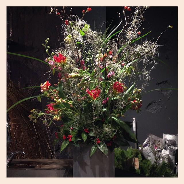 お正月用にも、珍しいお花などを取り入れたオートクチュールなスタイルをご提案致します!#お正月 #アレンジメント