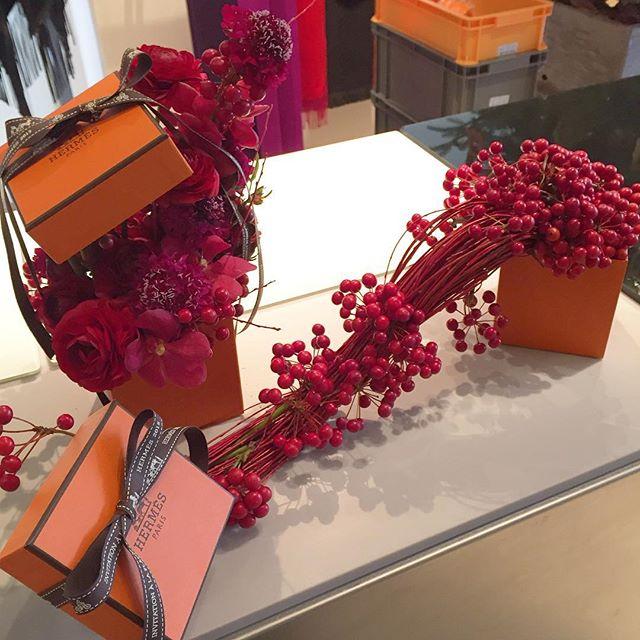同じく #エルメス #クリスマスパーティー装花 メゾンの今年のテーマ #そぞろあるき をメゾンのトレードマークのオレンジボックスに詰め込みました。