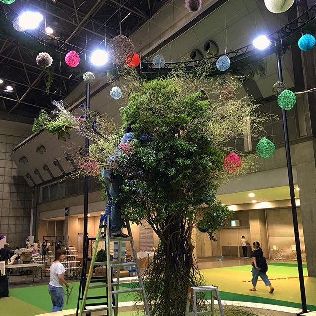 ハンドメイドインジャパンフェス2016徹夜で作った大きな木🌳ぜひ会場でご覧下さい️