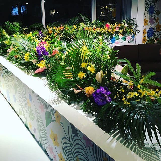代官山t-siteにて行なわている、アメリカンエキスプレスのイベント「THE GOLDEN TEA BAR」ふたりの記憶を辿って、世界に一つだけのお茶を…のお花を名古屋に引き続き、担当致しました。本日、明日のみの開催です!