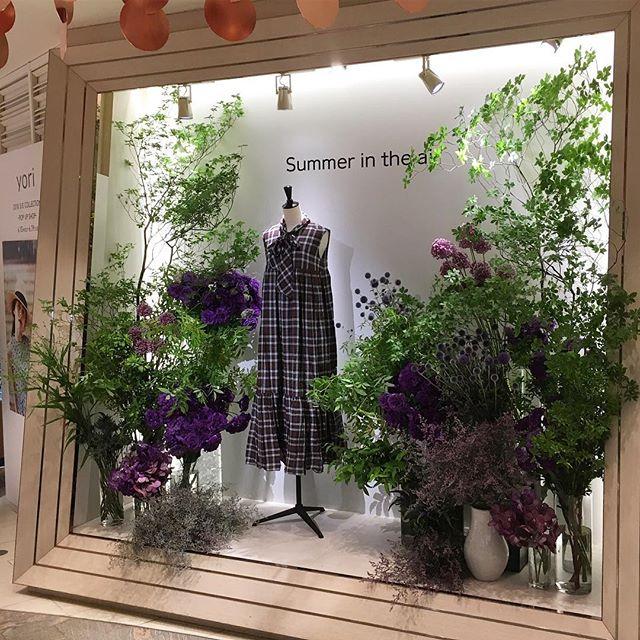 新宿伊勢丹2階アーバンクローゼットにて、今回もyori様のsummer collectionの装花を担当させて 頂きました19日迄やっておりますお洋服も素敵な物ばかりですのでお近くにお越しの際は是非見にいらして下さい