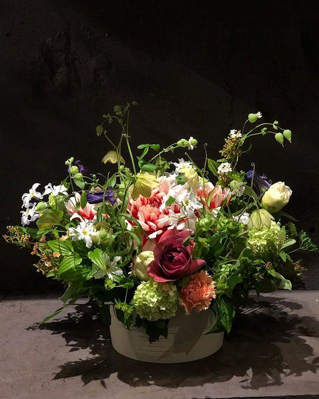 recommended色合いも雰囲気も全てお任せ。その時の仕入れで一番のお勧めの花を使用。 ※写真はSPECIALサイズです。※写真はあくまでイメージで、その時入ったお花でお作りいたします。※色についても、雰囲気に合った色を使用致します。#sorcerydressing #ソーセリードレッシング #mothersday