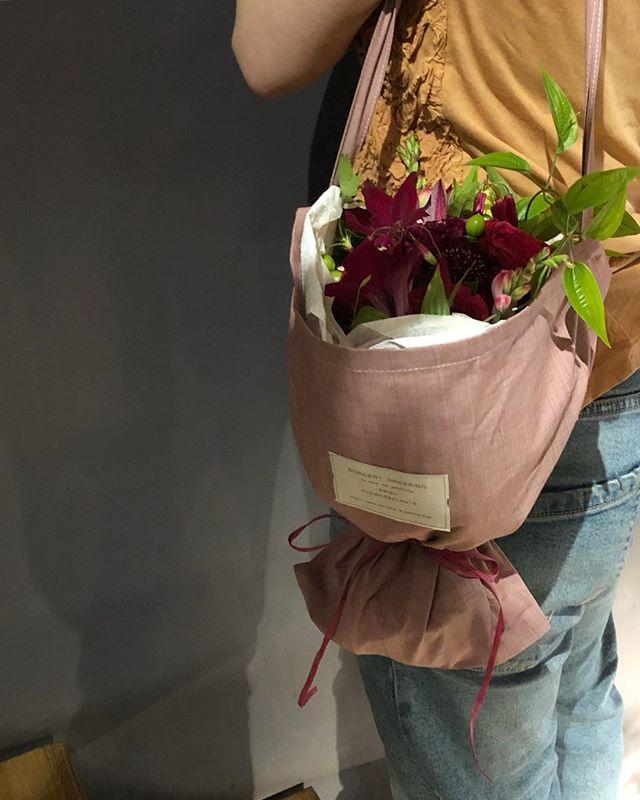 母の日ギフトアレンジメントもブーケもオンラインからオーダーいただけます。大切な贈り物にぜひSORCERY  DRESSINGのお花を…たくさんのご注文お待ちしております。G.Wの営業時間について…4月28日~5月6日は10時→20時での営業となります。ご来店お待ちしております