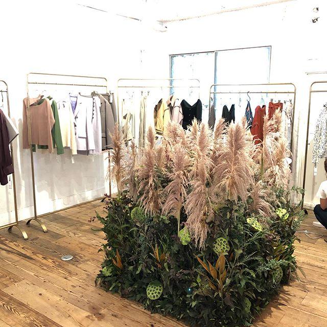 以前の仕事になりますが、茶色のパンパスグラスを使用した秋冬展示会装花。#パンパスグラス#展示会#装花