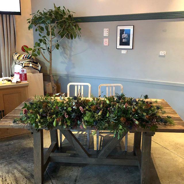 結婚式の二次会やカジュアルなパーティーの装花も承っております。装花のみ、または、ブーケ、ブトニアのテイストと合わせてもご提案致します。