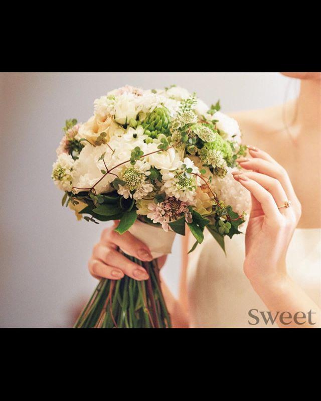 現在発売中の雑誌sweetにて、ブライダルブーケ2種類とテーブル装花を掲載していただいております。ぜひご覧下さいませ。当店ではブライダルのブーケ、プトニア、その他会場装花などお花に関することであればどんなことでもご相談承っております#sorcerydressing #ソーセリードレッシング