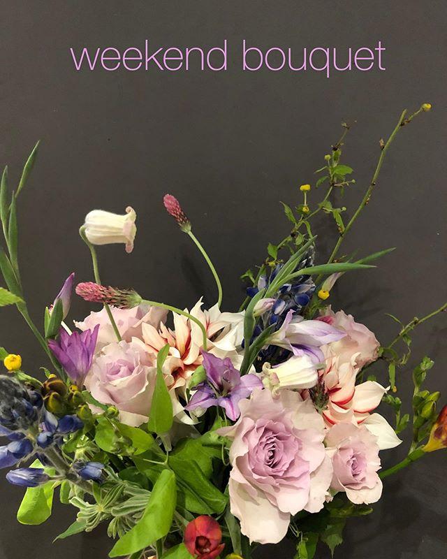 weekend bouquet第二弾承り中第一弾でのたくさんのご注文ありがとうございました こんな状況下でSORCERY DRESSINGでできることは、お花を市場から仕入れ、お家で過ごす方々へお花を届ける。これは、もちろんお店としての存続もありますが、花業界(産地さんや市場等)の存続の為にもとても重要なことだと思います。最大限にお花を届けるため、お花の内容、配達日をお任せいただいて、通常より送料をサービスしたweekend bouquetをご用意いたしました。指定エリアは送料サービス。それ以外も送料追加¥550で全国へお届けいたします。(北海道、九州、沖縄、その他離島は追加で¥1,100となります)来週末、17,18,19日のお届け分は15日(水)の15時まで承っております。ホームページのオンラインストアよりご注文ください。銀行振込み、クレジットカードでのお支払いが可能です。ご自宅、会いに行けない友人やご家族へ。たくさんのご注文お待ちしております!