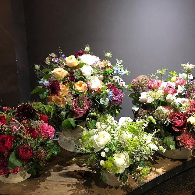 母の日のご注文承っております器のついたお庭の様なアレンジメント、sorcery dressingオリジナルのブーケバッグ付きのブーケをご用意いたしました。それぞれサイズ、色合いをお選びいただけます。全国へのお届け、ご来店でのお受け取りが可能です。ホームページのonline  storeよりご注文下さい。sorcery dressingのお花で特別な贈り物にしませんか?たくさんのご注文お待ちしております